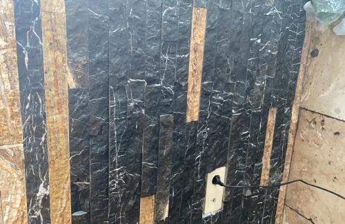 Toros  siyah patlatma taş